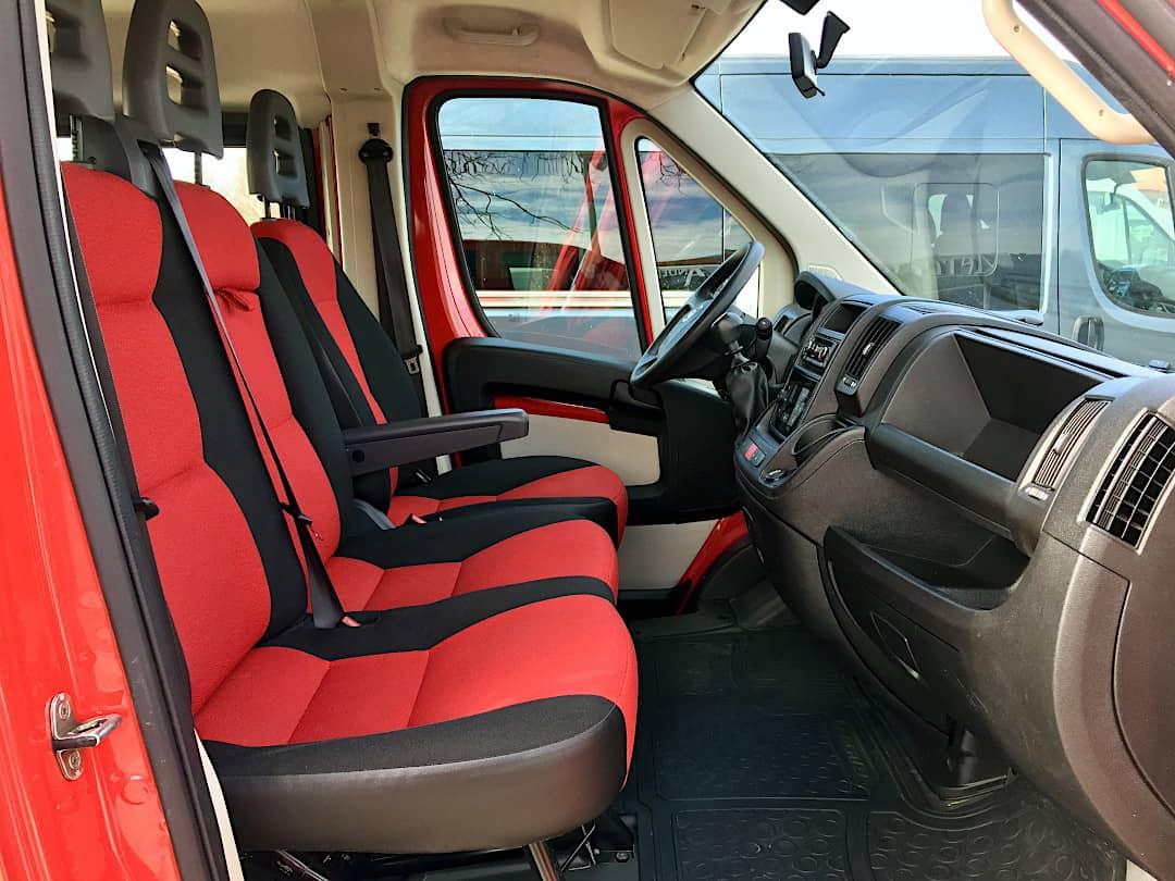 9-Sitzer Vermietung - die erste Reihe im Fiat Ducato Kombi