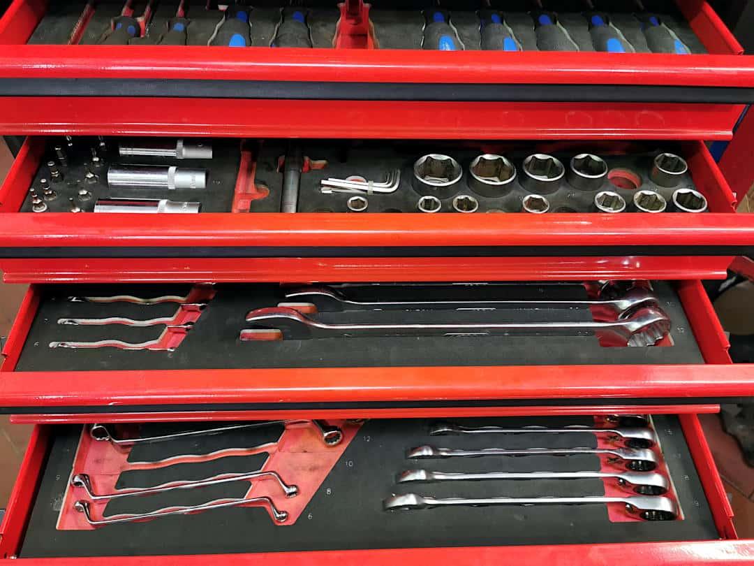 Werkzeugkasten in unserer Kia-Vertragswerkstatt - ein Problem bei Werkstattbindung bei der Kfz-Versicherung